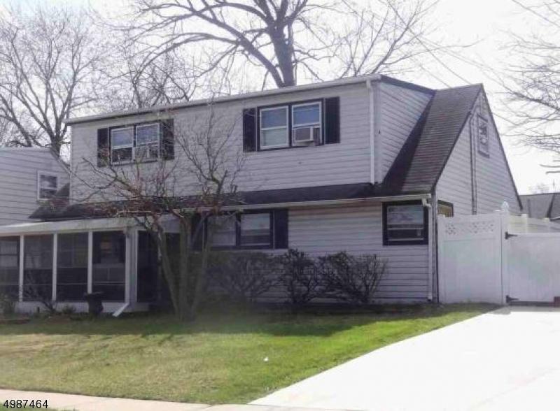 Single Family Homes للـ Sale في Carteret, New Jersey 07008 United States