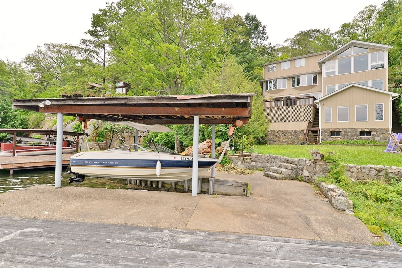 Single Family Home for Sale at 57 Woods Road Greenwood Lake, New York 10925 United States