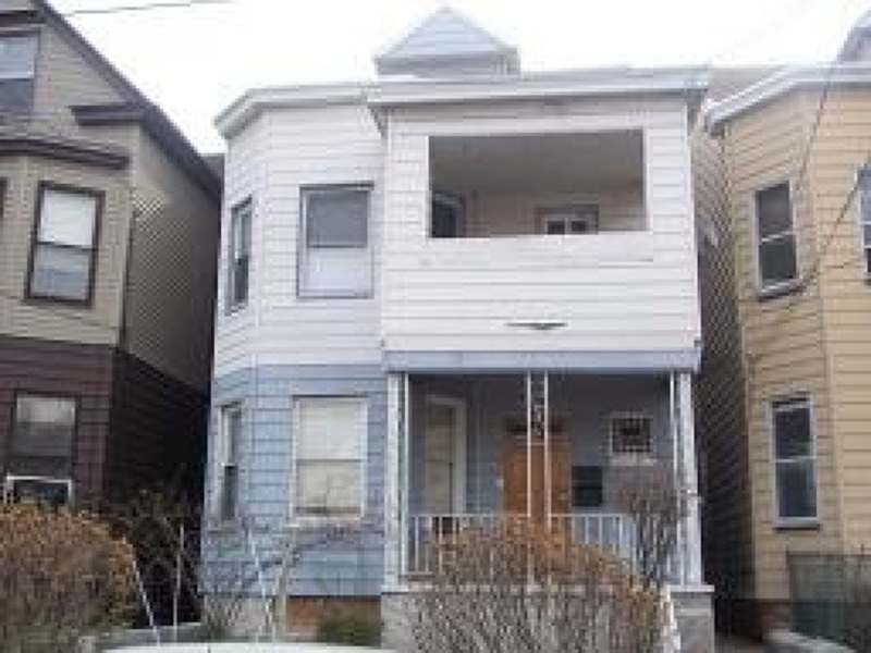 Additional photo for property listing at 611-613 E 23RD Street  Paterson, Нью-Джерси 07514 Соединенные Штаты