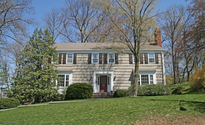 Частный односемейный дом для того Продажа на 11 Inwood Circle Chatham, Нью-Джерси 07928 Соединенные Штаты
