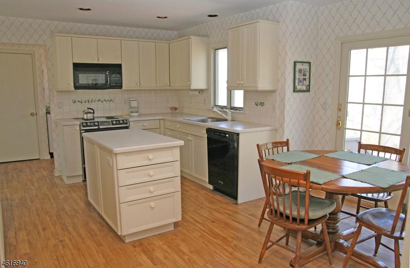 Additional photo for property listing at 11 Inwood Circle  Chatham, Нью-Джерси 07928 Соединенные Штаты