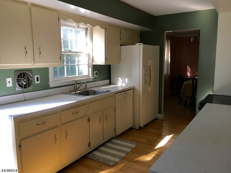 Additional photo for property listing at 15 Heritage Drive  Dunellen, New Jersey 08812 United States