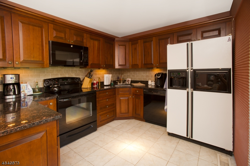 Additional photo for property listing at 250 Ridgedale Ave, C-4  Florham Park, New Jersey 07932 États-Unis