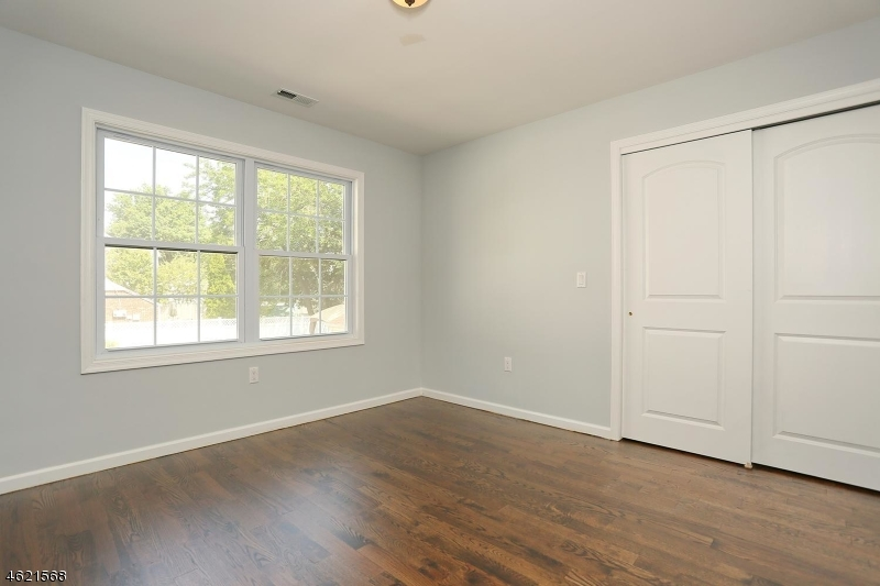 Additional photo for property listing at 2-10 CHAMBERLAIN Avenue  Elmwood Park, New Jersey 07407 États-Unis