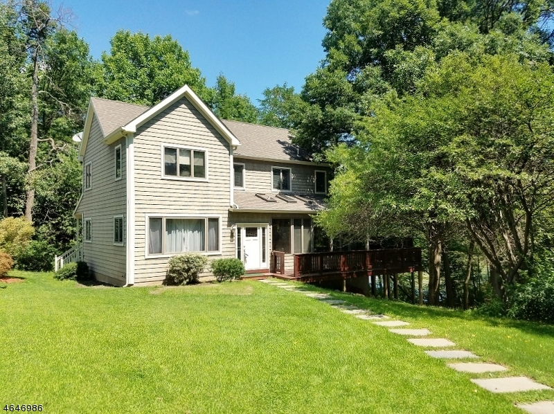 Additional photo for property listing at 10 LEONARD Avenue  West Milford, Nueva Jersey 07480 Estados Unidos
