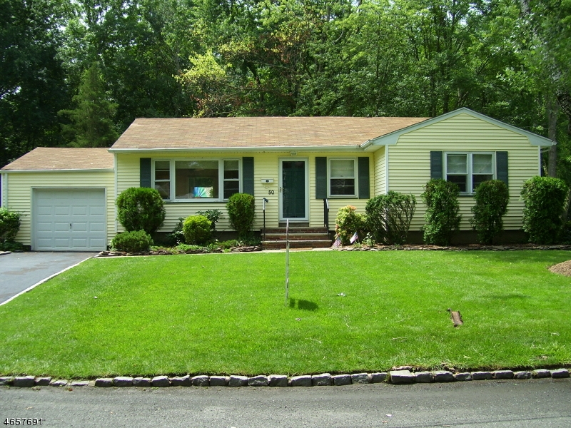 Maison unifamiliale pour l à louer à 50 Forest Avenue Berkeley Heights, New Jersey 07922 États-Unis