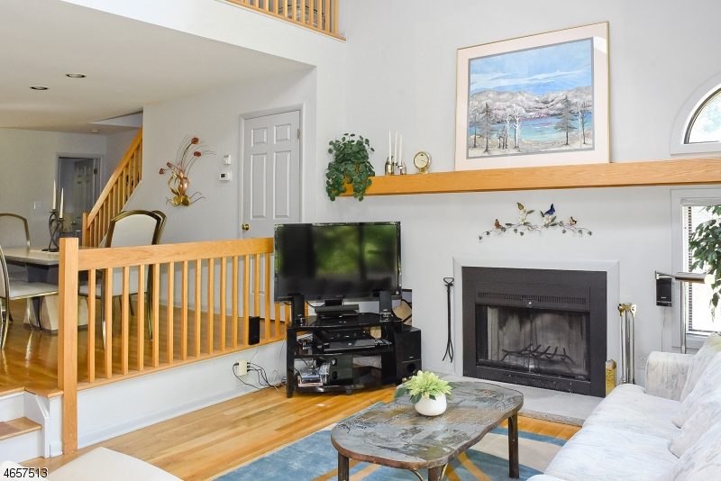 Additional photo for property listing at 13 Carla Court  Morristown, New Jersey 07960 États-Unis