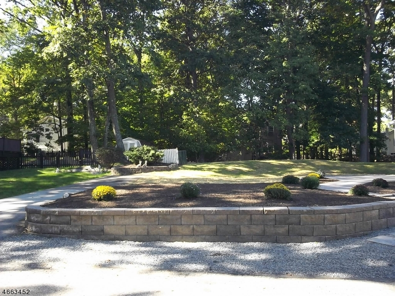 Additional photo for property listing at 12 Roosevelt Trail  Hopatcong, Нью-Джерси 07843 Соединенные Штаты