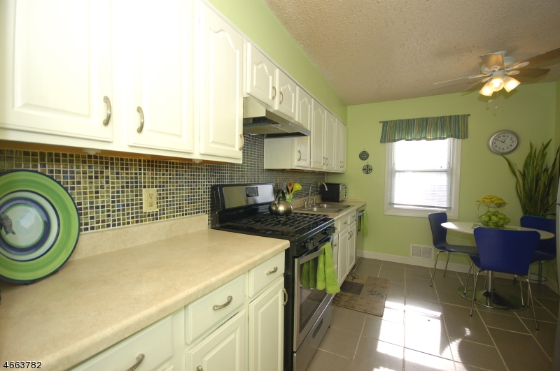 Additional photo for property listing at 1341 Division Avenue  Piscataway, Nueva Jersey 08854 Estados Unidos