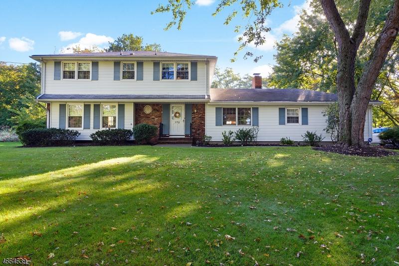 Частный односемейный дом для того Продажа на 172 Wayfair Circle Wyckoff, Нью-Джерси 07481 Соединенные Штаты