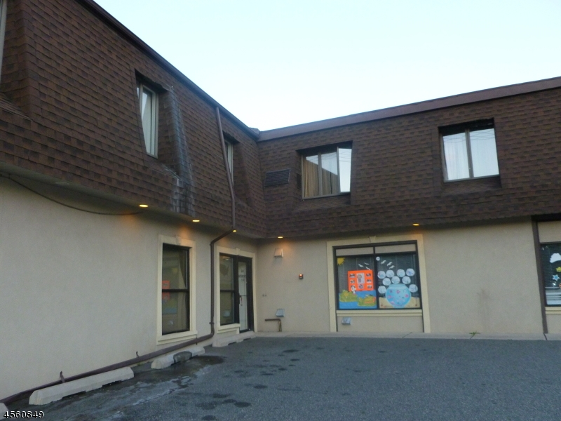 Частный односемейный дом для того Аренда на 561 McBride Avenue Woodland Park, 07424 Соединенные Штаты