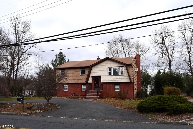 Частный односемейный дом для того Аренда на 4 Passaic Valley Road Montville, 07045 Соединенные Штаты