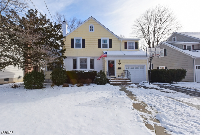 Single Family Home for Sale at 92 Elmwood Avenue Ho Ho Kus, New Jersey 07423 United States