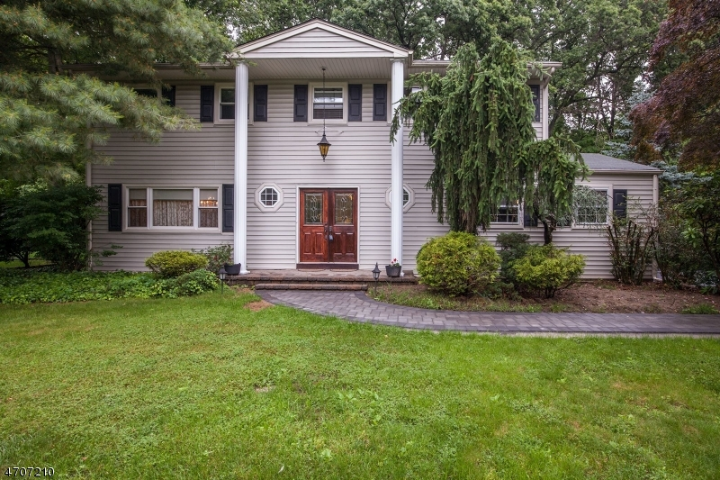 Single Family Home for Sale at 10 Bristol Ct East Brunswick, New Jersey 08816 United States