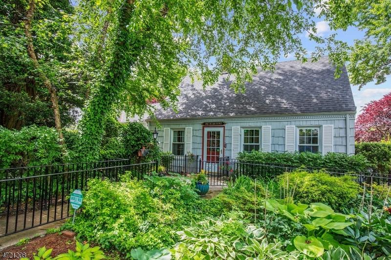 Частный односемейный дом для того Продажа на 1 Dean Court Rutherford, Нью-Джерси 07070 Соединенные Штаты