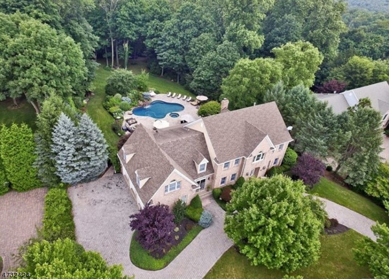 Single Family Home for Sale at 11 Degraaf Court Mahwah, New Jersey 07430 United States