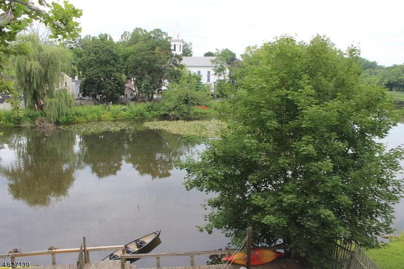 Частный односемейный дом для того Аренда на 37 CENTER Street Clinton, Нью-Джерси 08809 Соединенные Штаты