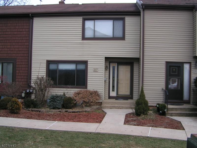 Частный односемейный дом для того Аренда на 317 Tall Oak Lane Hillsborough, Нью-Джерси 08844 Соединенные Штаты