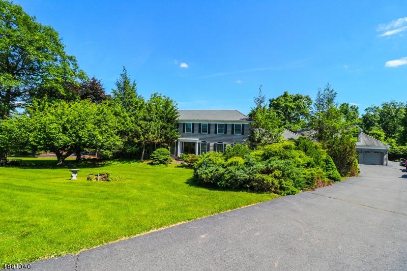 Частный односемейный дом для того Продажа на 10 Britton Drive Raritan, Нью-Джерси 08822 Соединенные Штаты