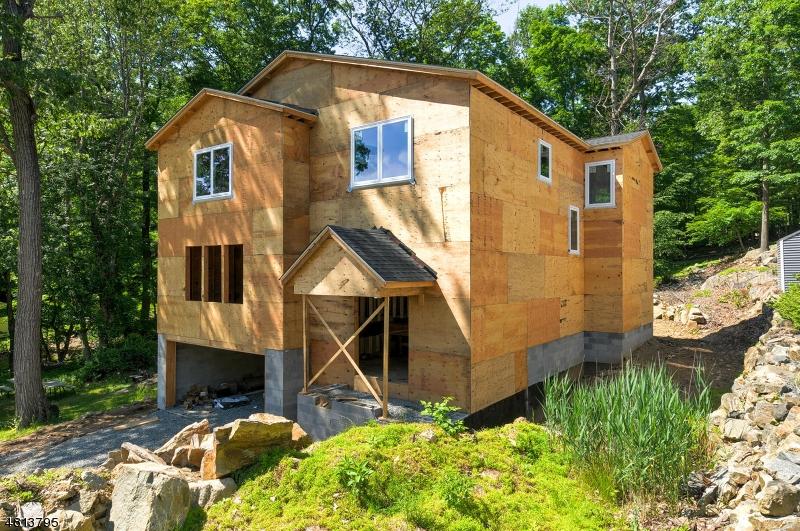 Casa Unifamiliar por un Venta en 124 W LAKE SHORE Drive Rockaway, Nueva Jersey 07866 Estados Unidos
