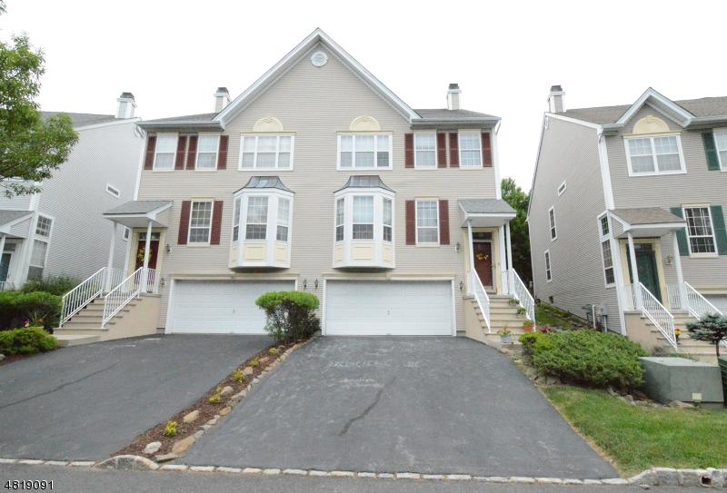 Condo / Radhus för Hyra vid 95 WARBLER Drive Wayne, New Jersey 07470 Usa
