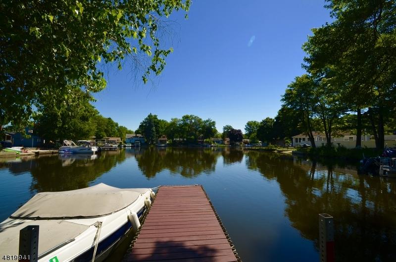 独户住宅 为 销售 在 2 LAGOON Lane Jefferson Township, 新泽西州 07849 美国