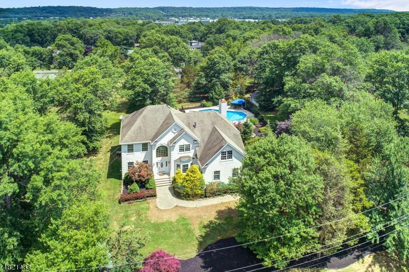 Maison unifamiliale pour l Vente à 928 GARFIELD Avenue Bridgewater, New Jersey 08807 États-Unis