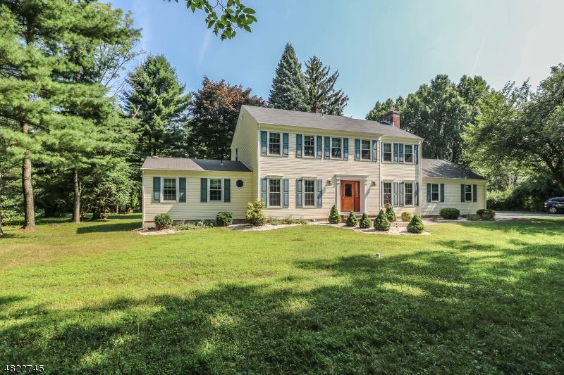 Nhà ở một gia đình vì Bán tại 702 DEERFIELD Lane Union, New Jersey 08802 Hoa Kỳ