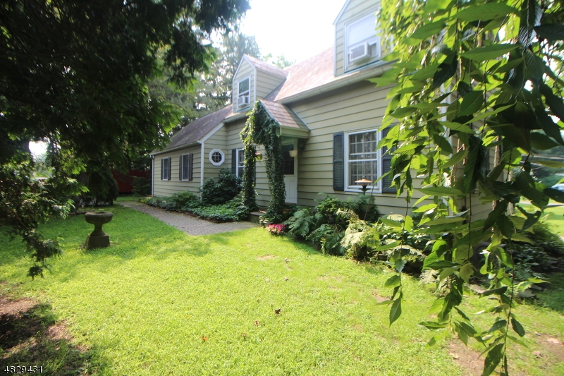 Single Family Home for Sale at 435 State Route 46 435 State Route 46 White Township, New Jersey 07823 United States