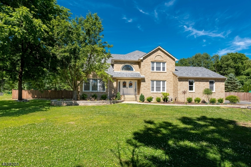 Single Family Home for Sale at 10 PLEASANT VILLAGE Drive Roxbury Township, New Jersey 07876 United States
