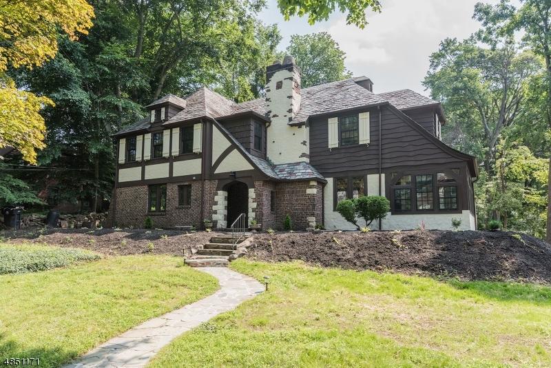 Частный односемейный дом для того Продажа на 621 BELVIDERE Avenue Plainfield, Нью-Джерси 07062 Соединенные Штаты