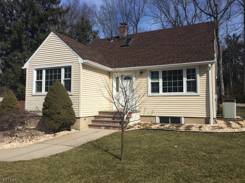 Single Family Home for Sale at 602 SNYDER AVE 602 SNYDER AVE Berkeley Heights, New Jersey 07922 United States