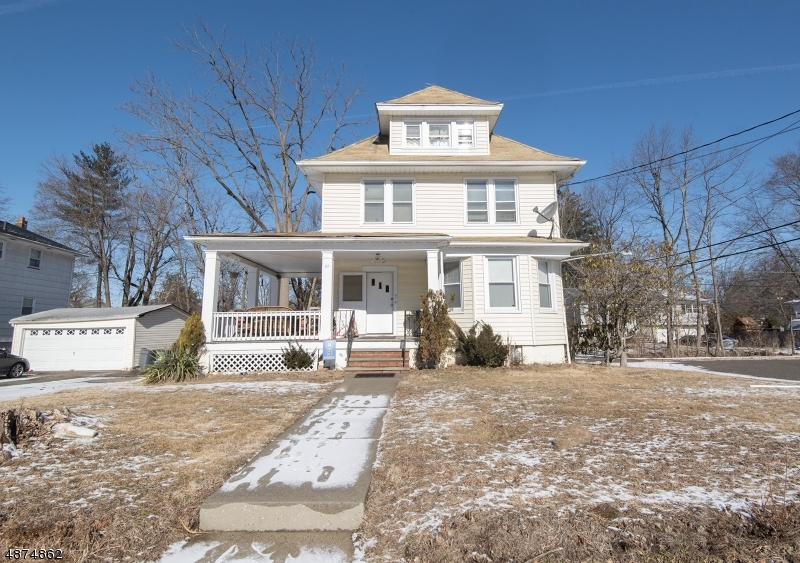 Maison avec plusieurs logements pour l Vente à 37 PERSONETTE Street Caldwell, New Jersey 07006 États-Unis