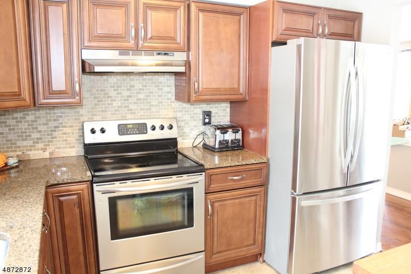 Частный односемейный дом для того Продажа на 519 GRANDVIEW Drive Vernon, Нью-Джерси 07422 Соединенные Штаты