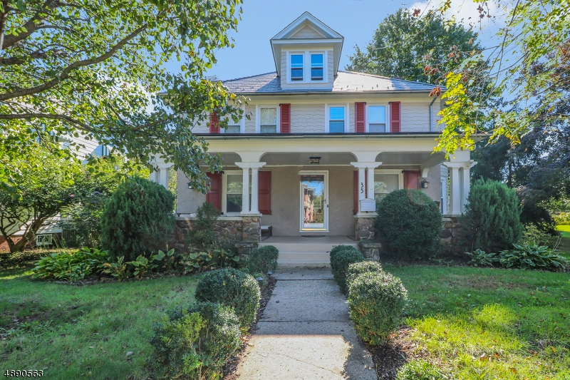 Maison unifamiliale pour l Vente à 35 MAPLE Avenue Flemington, New Jersey 08822 États-Unis