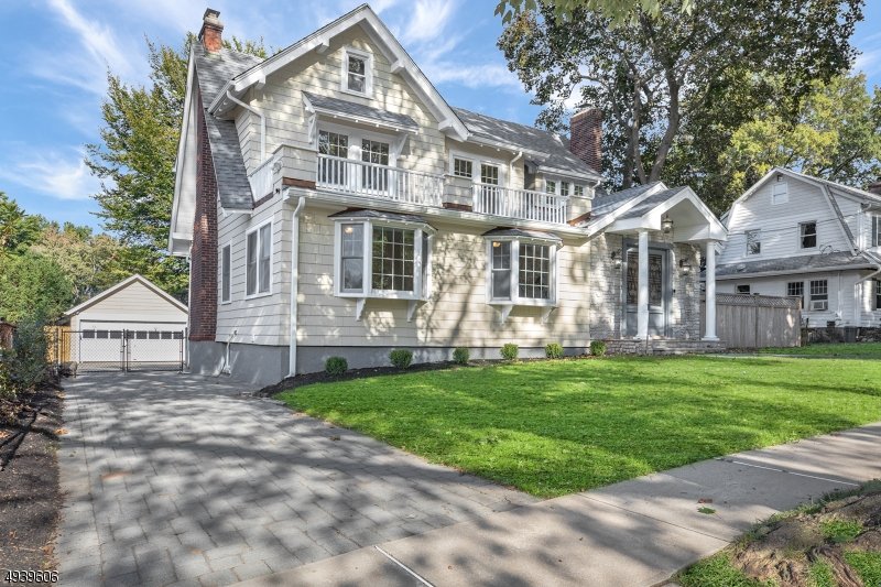 Single Family Homes 為 出售 在 Leonia, 新澤西州 07605 美國