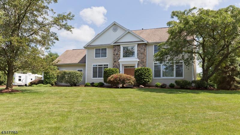 Single Family Homes 為 出售 在 Branchburg, 新澤西州 08876 美國