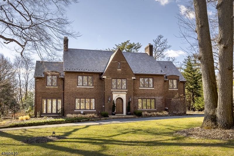Single Family Homes для того Продажа на West Orange, Нью-Джерси 07052 Соединенные Штаты