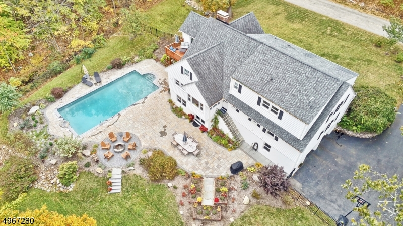 Single Family Homes للـ Sale في 4 BRIARCLIFF TER Kinnelon, New Jersey 07405 United States