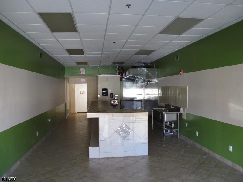 Additional photo for property listing at 547 Boulevard  Kenilworth, Нью-Джерси 07033 Соединенные Штаты