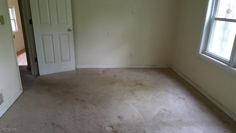 Additional photo for property listing at 17 Featherbed Lane  Flemington, Нью-Джерси 08822 Соединенные Штаты