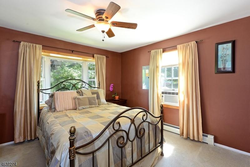 Additional photo for property listing at 14 Apache Trail  Rockaway, Nueva Jersey 07866 Estados Unidos