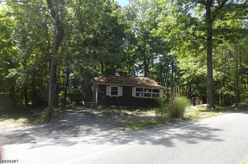 Additional photo for property listing at 2 Milton Court  Hewitt, New Jersey 07421 United States