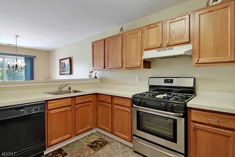 Additional photo for property listing at 3050 King Court  Dunellen, New Jersey 08812 États-Unis