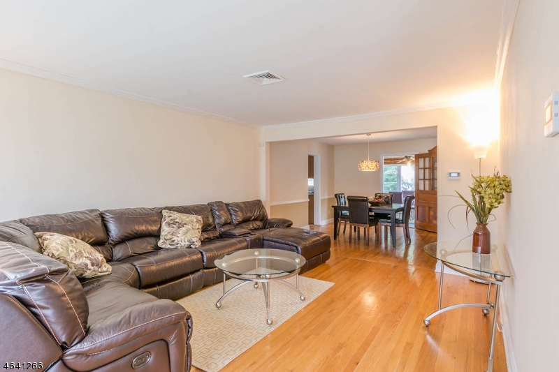 Additional photo for property listing at 569 Selfmaster Pkwy  Union, New Jersey 07083 United States