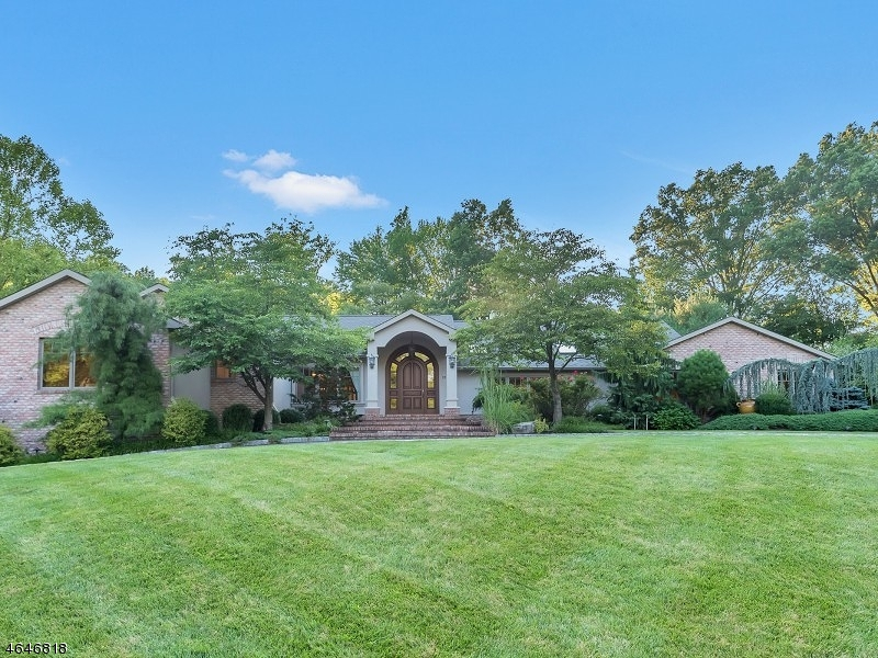 Частный односемейный дом для того Продажа на 22 Fenimore Drive Scotch Plains, 07076 Соединенные Штаты