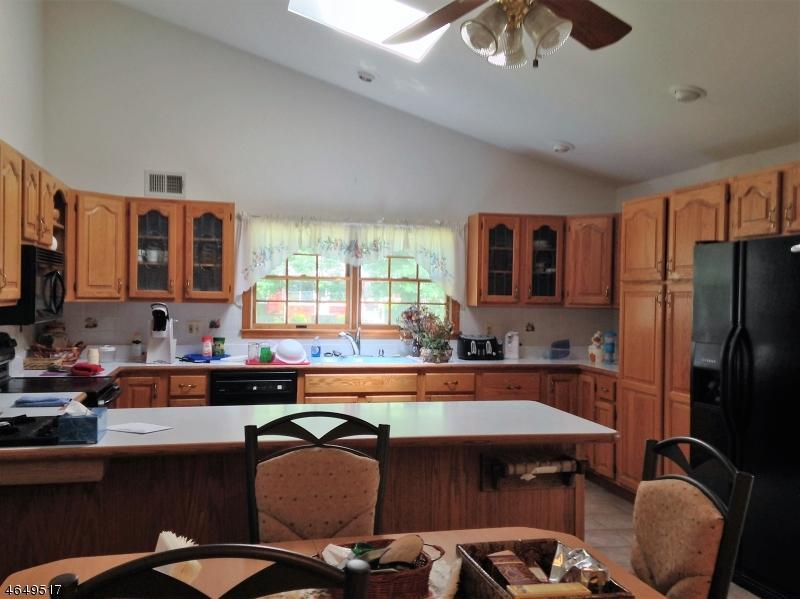 Additional photo for property listing at 54 Perry Street  Whippany, Нью-Джерси 07981 Соединенные Штаты