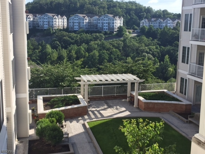 Частный односемейный дом для того Продажа на 6310 Brookhaven Court Riverdale, 07457 Соединенные Штаты