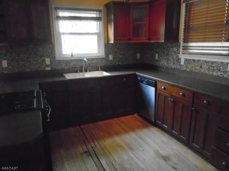 Additional photo for property listing at 9 Harding Drive  South Orange, Нью-Джерси 07079 Соединенные Штаты
