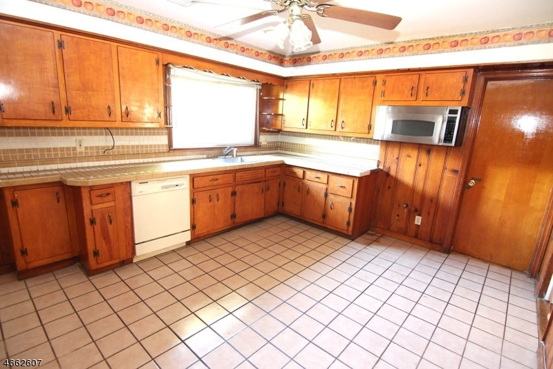 Additional photo for property listing at 488 Seven Oaks Road  Orange, Нью-Джерси 07050 Соединенные Штаты